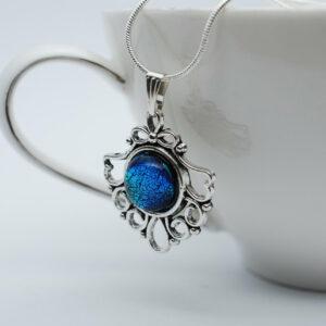azurowy-wisiorek-niebieski-rekodzielo-artystyczne