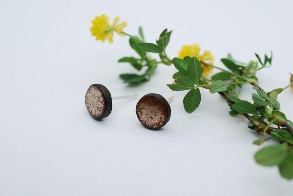 kolczyki-sztyfty-male-jasnozloty-bizuteria-ceramiczna-rekodzielo