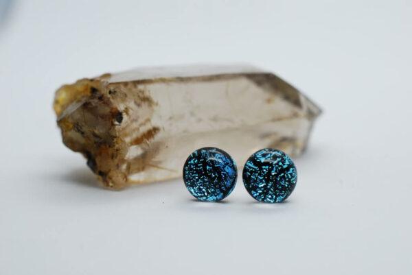 kolczyki-sztyfty-rekodzielo-szklane-srebrzysto-niebieskie