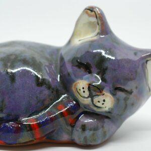 kotek-spiacy-fioletowy-ceramika-rekodzielo-zizuza