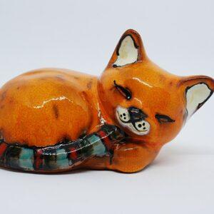 kotek-spiacy-jasny-pomaranczowy-ceramika-rekodzielo-zizuza