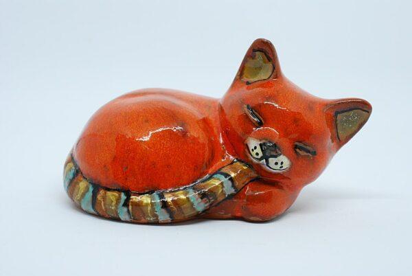 kotek-spiacy-pomaranczowy-ceramika-artystyczna-rekodzielo