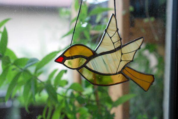 ptaszek-wiszacy-karmelowo-miodowy-witrazowa-dekoracja-zizuza