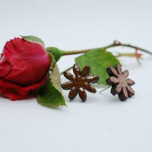 sztyfty-kwiatki-8-platkow-jasno-zloty-rekodzielo