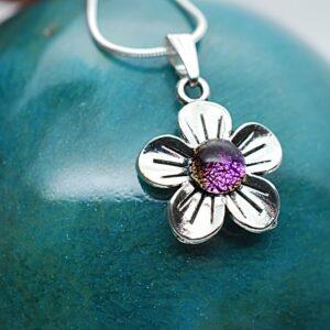 wisiorek-kwiatek-maly-rozowy-bizuteria-rekodzielo