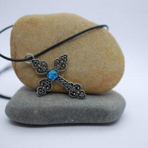 bizuteria-artystyczna-zawieszka-krzyzyk-niebieski-spekany