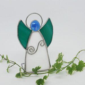 aniolek-stojacy-bialo-zielony-aniolek-witrazowy-sklep-z-rekodzielem-zizuza