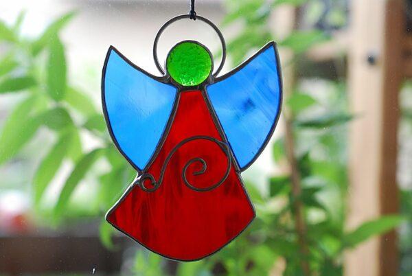 aniolek-wiszacy-czerwono-niebieski-aniolek-witrazowy-sklep-z-rekodzielem-zizuza