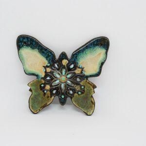 zawieszka-motylek-zielono-perlowy-zawieszka-ceramiczna-rekodzielo-zizuza